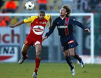 Fotball<br /> Le Mans v Paris St. Germain<br /> 13. mars 2004<br /> Foto: Digitalsport<br /> Norway Only<br /> <br /> DANIEL COUSIN (MANS) / GABRIEL HEINZE (PSG)  *** Local Caption *** 40001081