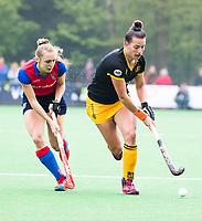 BILTHOVEN  - Hockey -  1e wedstrijd Play Offs dames. SCHC-Den Bosch (0-1). Frederique Matla (Den Bosch)   met links Kyra Fortuin (SCHC) .      COPYRIGHT KOEN SUYK
