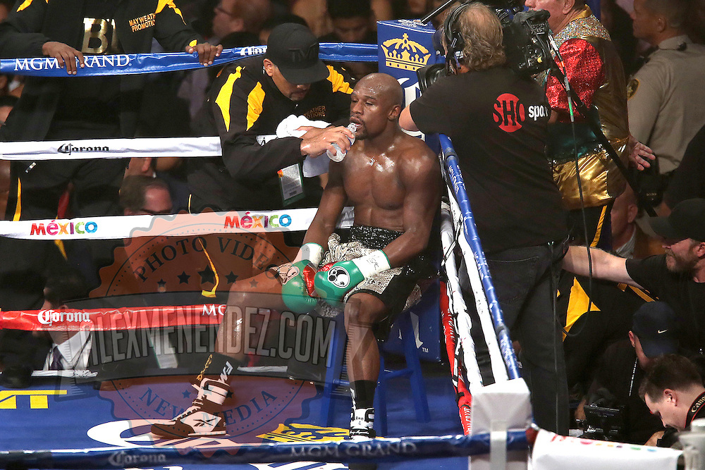 LAS VEGAS, NV - SEPTEMBER 13: Floyd Mayweather Jr. gets water in his corner as he fights Marcos Maidana during their WBC/WBA welterweight title fight at the MGM Grand Garden Arena on September 13, 2014 in Las Vegas, Nevada. (Photo by Alex Menendez/Getty Images) *** Local Caption *** Floyd Mayweather Jr; Marcos Maidana