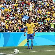 Football - Olympics: Day 12   Neymar #10 of Brazil prepares to take a corner during the Brazil Vs Honduras Men's Semifinal match at Maracana Stadium on August 17, 2016 in Rio de Janeiro, Brazil. (Photo by Tim Clayton/Corbis via Getty Images)