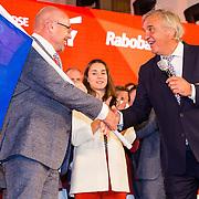 NLD/Scheveningen/20160713 - Perspresentatie sporters voor de Olympische Spelen 2016 in Rio de Janeiro, Andre Bolhuis overhandigd Maurits Hendriks de Nederlandse vlag