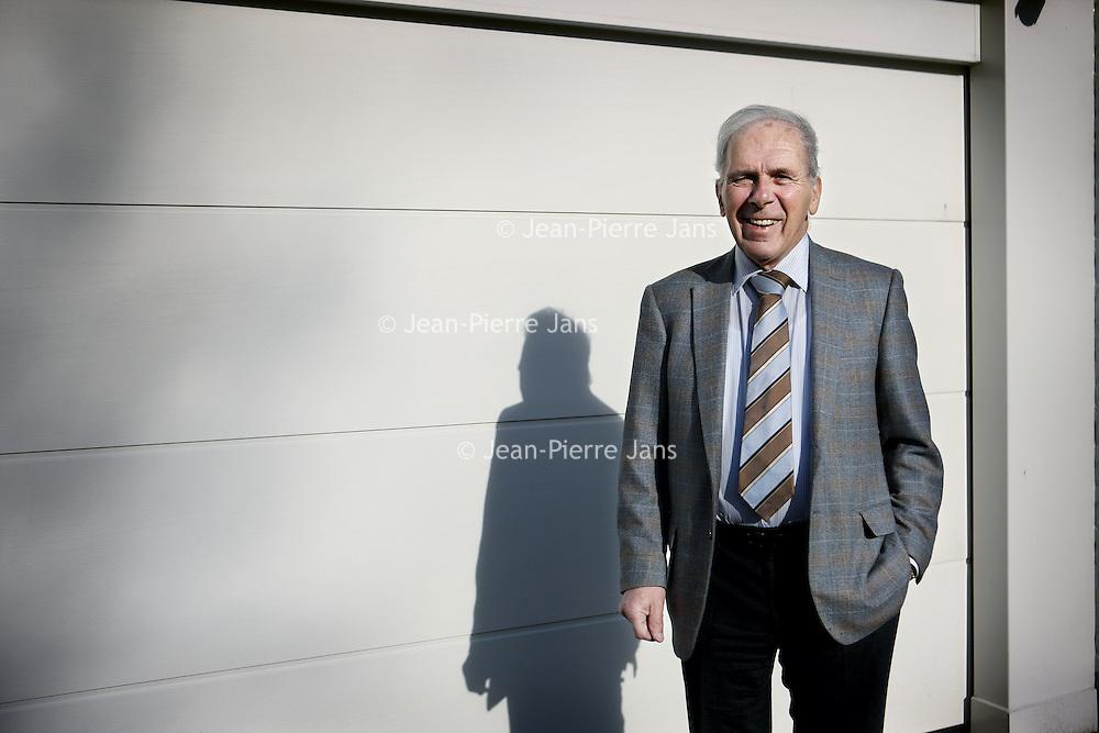 Nederland, Eindhoven , 9 februari 2011..Harry van Raaij is een voormalig voorzitter (1996 - 2004) van de voetbalclub PSV Eindhoven. Hij volgde William Maeyer op, en werd op zijn beurt opgevolgd door Rob Westerhof..In de jaren van 1984 tot 1990 en later in de periode 1993-1996 vervulde Van Raaij de functie van penningmeester bij de Eindhovense voetbalclub. De clubman bestuurde PSV in zijn ruim twintigjarige termijn onder het motto: 'PSV leiden als een onderneming, maar beleven als een club'. Van Raaij is, sinds 1990, erelid van PSV..In het dagelijks leven bekleedde Van Raaij een managementfunctie bij Philips..In 2007 is het boek 'Harry van Raaij: vader en voorzitter' verschenen.[1] Dit autobiografische boek is geschreven door voormalig PSV-watcher en De Telegraaf-journalist Yoeri van den Busken. Van Raaij was een van de mensen die regelmatig geïmiteerd werden door Erik van Muiswinkel. Dit tot grote hilariteit van hemzelf; hij liet daarom een speciale dvd maken door Van Muiswinkel die als voorwoord bij zijn boek werd weggegeven..Foto:Jean-Pierre Jans