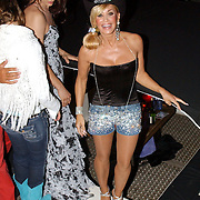 NLD/Amsterdam/20050806 - Gaypride 2005, optreden Vanessa, Conny