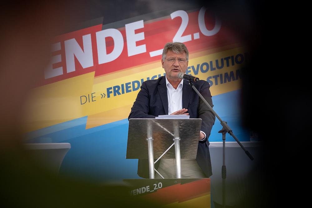 """Wahlkampfauftakt der rechten """"Alternative für Deutschland"""", AfD, im brandenburgischen Landtagswahlkampf mit dem Brandenburger Landesvorsitzenden A n d r e a s   K al b i t z, dem sächsichen Landesvorsitzenden J ö r g  U r b a n, Thüringens AfD-Vorsitzenden B j ö r n   H ö c k e, und dem Parteivorsitzenden Jörg  Meuthen vor der Stadthalle in Cottbus. Der Parteivorsitzende Jörg Meuthen hält eine Rede.<br /> <br /> <br /> [© Christian Mang - Veroeffentlichung nur gg. Honorar (zzgl. MwSt.), Urhebervermerk und Beleg. Nur für redaktionelle Nutzung - Publication only with licence fee payment, copyright notice and voucher copy. For editorial use only - No model release. No property release. Kontakt: mail@christianmang.com.]"""