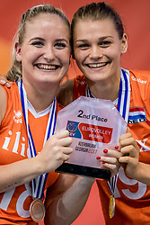 01-10-2017 AZE: Final CEV European Volleyball Nederland - Servie, Baku<br /> Nederland verliest opnieuw de finale op een EK. Servië was met 3-1 te sterk / Marrit Jasper #18 of Netherlands, Nika Daalderop #19 of Netherlands