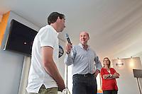 ROTTERDAM - Hockey- John van Vliet met Raoul Ehren . VOLVO CLUBBONUS MEETING tijdens de Hockey World League in Rotterdam. FOTO KOEN SUYK