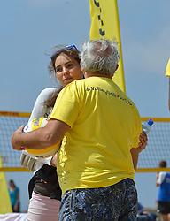 20150627 NED: WK Beachvolleybal day 2, Scheveningen<br /> Nederland heeft er sinds zaterdagmiddag een vermelding in het Guinness World Records bij. Op het zonnige strand van Scheveningen werd het officiële wereldrecord 'grootste beachvolleybaltoernooi ter wereld' verbroken. Maar liefst 2355 beachvolleyballers kwamen zaterdag tegelijkertijd in actie / FIVB President Dr. Ary S. Graca, Veva Nevobo