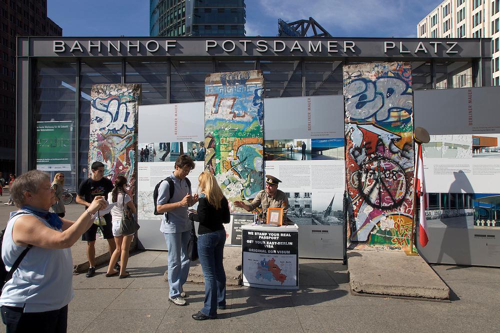 08/Septiembre/2009 Alemania. Berlín.Restos del Muro de Berlín en Postdamer Platz..©JOAN COSTA....