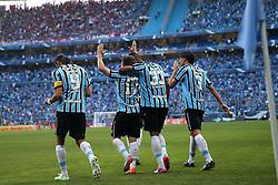 Jogadores do Grêmio comemoram gol de Ramiro na partida contra o Internacional válida pelo GRENAL 403 na Arena do Gremio, em Porto Alegre. FOTO: Jefferson Bernardes/ Agência Preview