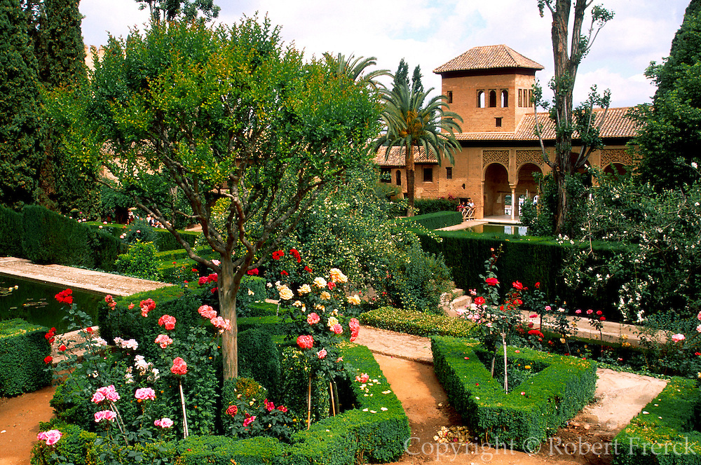 SPAIN, ANDALUSIA, GRANADA Alhambra; pavilions in the gardens