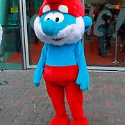NLD/Amsterdam/20110731 - Premiere film De Smurfen, pop