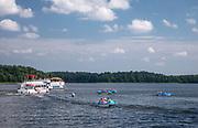 Statki wycieczkowe na jeziorze Necko w Augustowie, Polska<br /> Cruise ships on Necko Lake in Augustów, Poland