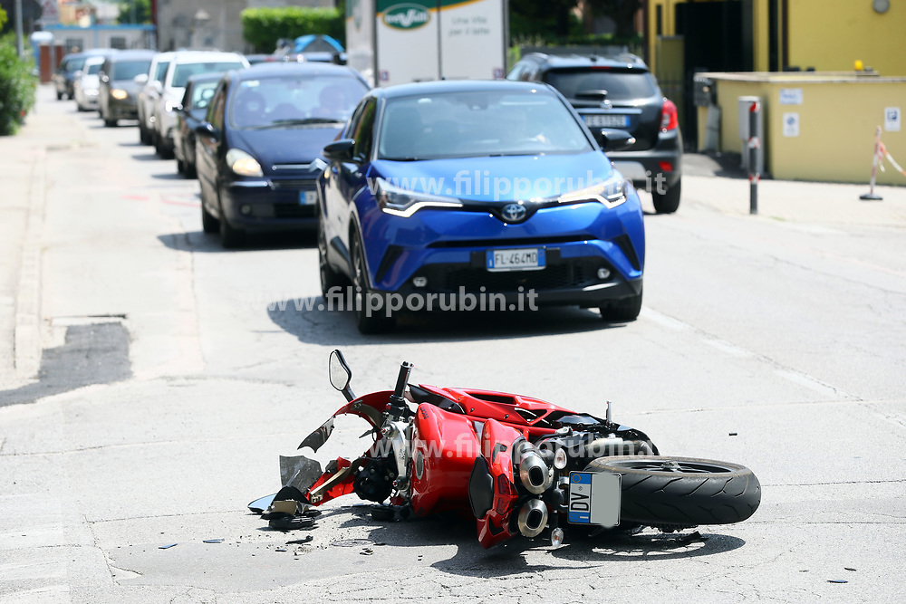 INCIDENTE AUTO MOTO VIA BRIOSI ANGOLO VIA PARACELSO FERRARA
