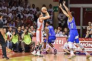 DESCRIZIONE : Campionato 2014/15 Serie A Beko Grissin Bon Reggio Emilia -  Dinamo Banco di Sardegna Sassar Finale Playoff Gara1<br /> GIOCATORE : Amedeo Della Valle<br /> CATEGORIA : Tiro Tre Punti Three Point Controcampo Finta<br /> SQUADRA : Grissin Bon Reggio Emilia<br /> EVENTO : LegaBasket Serie A Beko 2014/2015<br /> GARA : Grissin Bon Reggio Emilia - Dinamo Banco di Sardegna Sassari Finale Playoff Gara1<br /> DATA : 14/06/2015<br /> SPORT : Pallacanestro <br /> AUTORE : Agenzia Ciamillo-Castoria/GiulioCiamillo