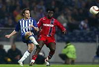 Fotball<br /> Champions League 2004/05<br /> Porto v Paris Saint Germain<br /> 2. november 2004<br /> Foto: Digitalsport<br /> NORWAY ONLY<br /> MANICHE (POR) / MODESTE M'BAMI (PSG)