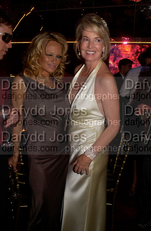 Pamela Anderson and Hillary Weston. Selfridges Las Vegas dinner hosted by  hon Galen , Hillary Weston and Allanah Weston. Selfridges Oxford St. 20 April 2005. ONE TIME USE ONLY - DO NOT ARCHIVE  © Copyright Photograph by Dafydd Jones 66 Stockwell Park Rd. London SW9 0DA Tel 020 7733 0108 www.dafjones.com