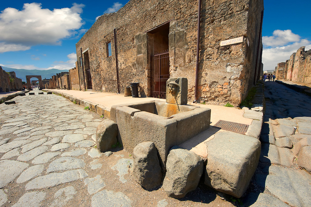 Well in the street of Pompeii archaeological site. .<br /> <br /> If you prefer to buy from our ALAMY PHOTO LIBRARY  Collection visit : https://www.alamy.com/portfolio/paul-williams-funkystock/pompeii.html<br /> Visit our CLASSICAL WORLD HISTORIC SITES PHOTO COLLECTIONS for more photos to buy as buy as wall art prints https://funkystock.photoshelter.com/gallery-collection/Classical-Era-Historic-Sites-Archaeological-Sites-Pictures-Images/C0000g4bSGiDL9rw