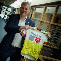 19-03-2021: Wielrennen: Ladiestour: Veldhoven<br />Simac is de komende jaren naamgever van de Simac Ladiestour. CEO Eric van Schagen showt de nieuwe leiderstrui