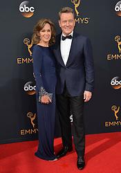 Bryan Cranston & Robin Dearden bei der Verleihung der 68. Primetime Emmy Awards in Los Angeles / 180916<br /> <br /> *** 68th Primetime Emmy Awards in Los Angeles, California on September 18th, 2016***