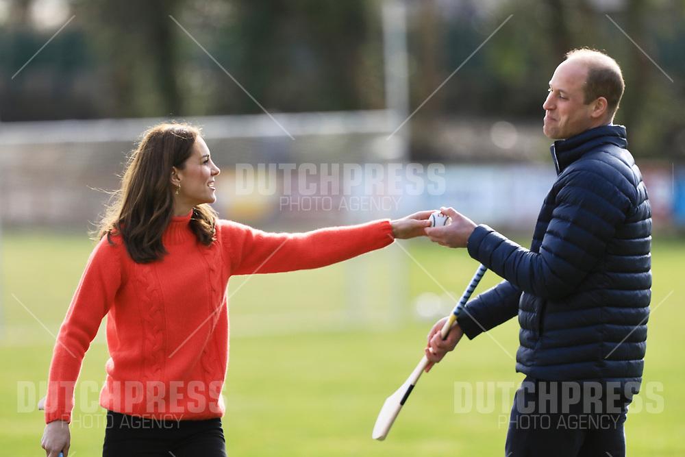 GALWAY - Prins William en Catherine, Hertog en Hertogin van Cambridge bij een bezoek aan een GAA Club in Galway.