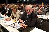 """01 DEC 2003, BERLIN/GERMANY:<br /> Roman Herzog, Bundespraesident a.D. und Vorsitzender der CDU Kommission """"Soziale Sicherheit"""", und seine Ehefrau Alexandra Freifrau von Berlichingen, 17. CDU Parteitag, Messe Leipzig<br /> IMAGE: 20031201-01-160<br /> KEYWORDS: party congress, Rentenkommission"""