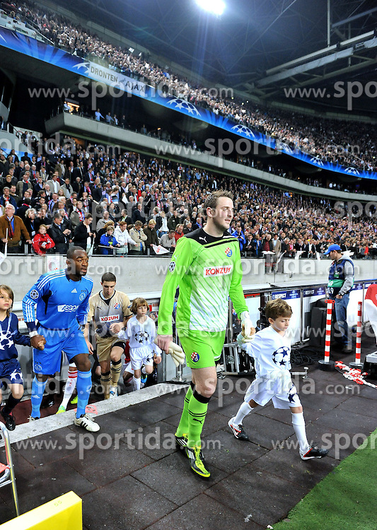 02.11.2011, Amsterdam Arena. Amsterdam, NED, UEFA Champions League, Vorrunde, Ajax Amsterdam (NED) vs Dinamo Zagreb (CRO), im Bild Ivan Kelava// during Ajax Amsterdam (NED) vs Dinamo Zagreb (CRO), at Amsterdam Arena, Amsterdam, NED, 2011-11-02. EXPA Pictures © 2011, PhotoCredit: EXPA/ nph/ Marko Lukunic       ****** out of GER / CRO  / BEL ******