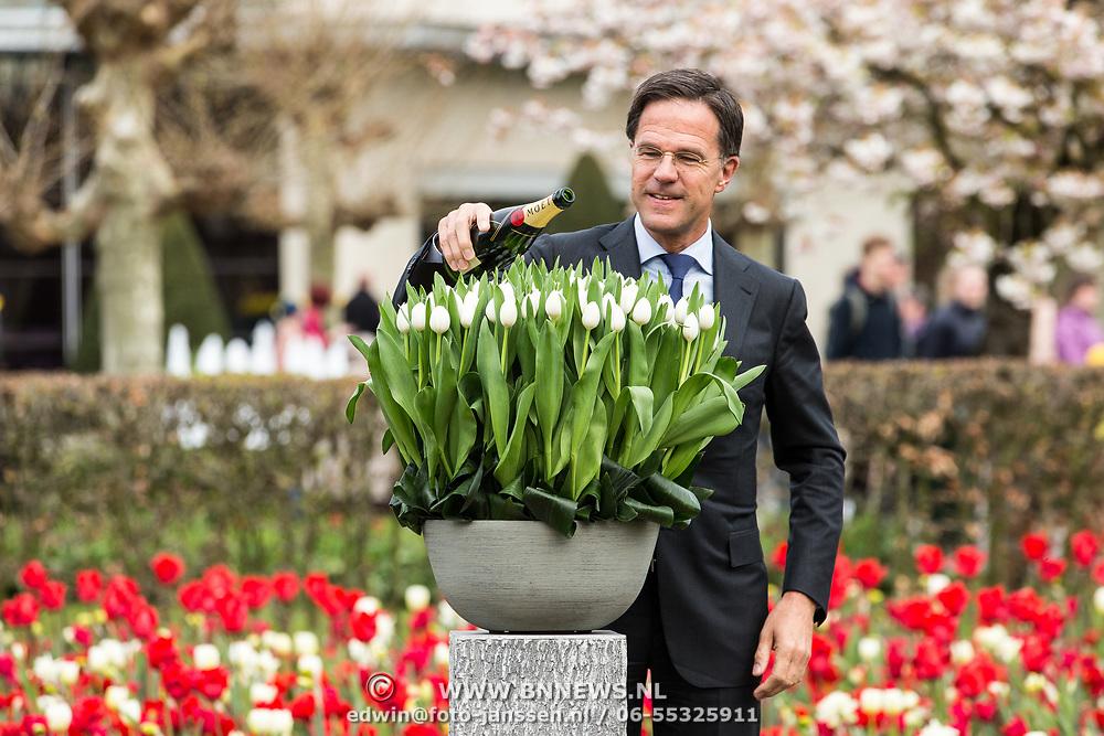 NLD/Lisse/20190417 - Minister Rutte doopt tulp in de Keukenhof, Minister Rutte doopt tulp die de naam Don White krijgt