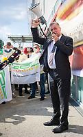 DEU, Deutschland, Germany, Berlin, 11.08.2021: Ostbahnhof, GDL-Chef Claus Weselsky bei einer Kundgebung der Gewerkschaft Deutscher Lokomotivführer (GDL) anlässlich des Tarifkonflikts mit der Deutschen Bahn.