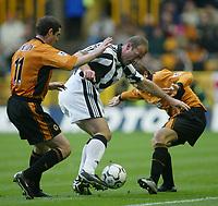 Fotball<br /> Premier League England<br /> 29.11.2003<br /> Wolverhampton v Newcastle<br /> Mark Kennedy og Lee Naylor - Wolves<br /> Alan Shearer - Newcastle<br /> Foto: Morten Olsen, Digitalsport