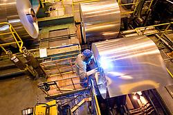 Rolo aluminio em uma fabrica de reciclagem / aluminium role at a industry