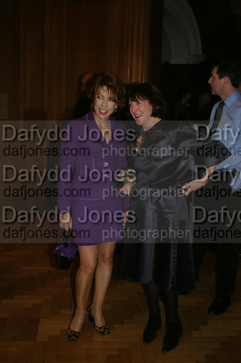 Kathy Lette. the Triumph of Painting. Part 1. The Saatchi Gallery. 25 January 2005. ONE TIME USE ONLY - DO NOT ARCHIVE  © Copyright Photograph by Dafydd Jones 66 Stockwell Park Rd. London SW9 0DA Tel 020 7733 0108 www.dafjones.com