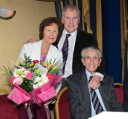 LIVERPOOL, ENGLAND - Friday, November 27, 2009: Joe Royle with Dave Hickson and his wife Pat at the Health Through Sport charity dinner at the Devonshire House. (Photo by David Rawcliffe/Propaganda)