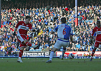 Photo: Andrew Unwin.<br />Blackburn Rovers v Middlesbrough. The Barclays Premiership. 18/03/2006.<br />Middlesbrough's Fabio Rochemback (L) scores the equaliser for his team.