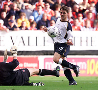 Fotball: Liverpool's Michael Owen scores the second goal against Charlton's Dean Kiely during the Premiership match at the Valley.