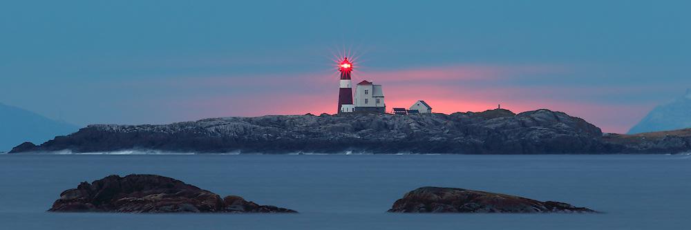 A lighthouse on west coast of Norway   Grasøyane fyrlykt.