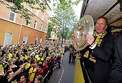 15.05.2011, City, Dortmund, GER, 1.FBL, Borussia Dortmund Autocorso Deutscher Meiser 2011, im Bild Geschäftsführer Hans-Joachim WATZKE,  mit Meisterschale //   German 1.Liga Football ,  Borussia Dortmund , Dortmund, 15/05/2011 . EXPA Pictures © 2011, PhotoCredit: EXPA/ nph/  Conny Kurth       ****** out of GER / SWE / CRO  / BEL ******