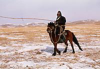 Mongolie. Province de Töv en hiver. Rassemblement des chevaux par -25°. // Mongolia Töv province in winter. Horses gathering with -25° C.