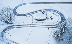 THEMENBILD - eine Familie am Weg zur Herz Jesu Kapelle am Mitterberg in der winterlichen Landschaft mit Schnee bedeckt, aufgenommen am 24. Dezember 2018 in Zell am See, Oesterreich // a family on the way to the Heart of Jesus chapel on the Mitterberg in the winter landscape covered with snow, Zell am See, Austria on 2018/12/24. EXPA Pictures © 2018, PhotoCredit: EXPA/ JFK