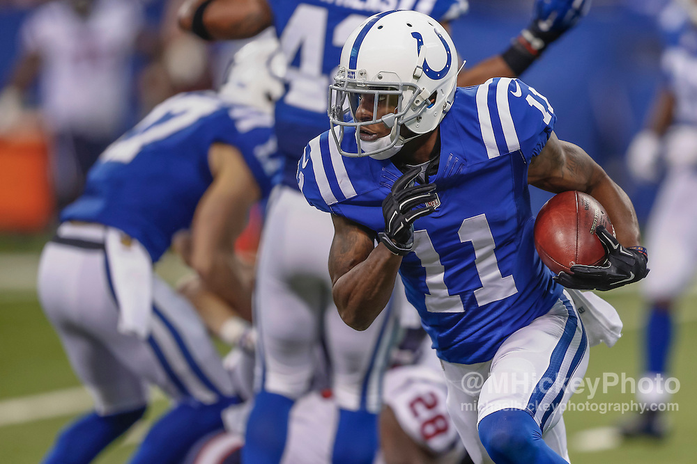 INDIANAPOLIS, IN - DECEMBER 20: Quan Bray #11 of the Indianapolis Colts runs the ball against the Houston Texans at Lucas Oil Stadium on December 20, 2015 in Indianapolis, Indiana.  (Photo by Michael Hickey/Getty Images) *** Local Caption *** Quan Bray