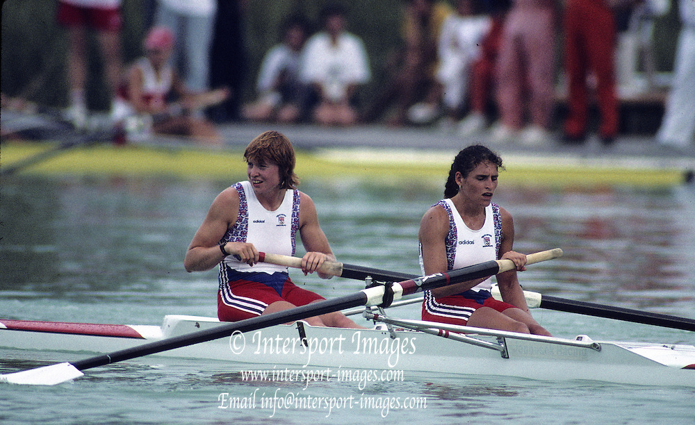 Barcelona Olympics 1992 - Lake Banyoles, SPAIN, GBR W2- stroke Miriam BATTEN and Joanne TURVEY. {Mandatory Credit: © Peter Spurrier/Intersport Images]
