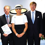 Koning en koningin bezoeken Nedersaksen. In het duitse Werlte krijgt het konuingspaar een rondleiding door het AUDI 3N Kompetenzzentrum<br /> <br /> King and Queen visit Niedersachsen. In the German Werlte the royal couple get a tour of the AUDI 3N Kompetenzzentrum<br /> <br /> Op de foto / On the photo: xima