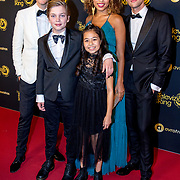 NLD/Amsterdam/20191009 - Uitreiking Gouden Televizier Ring Gala 2019, Lex Uitting en Anne Appelo met Kinderen voor Kinderen kids