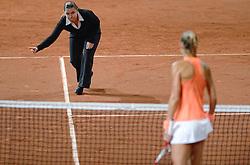08-02-2015 NED: Fed Cup Nederland - Slowakije, Apeldoorn<br /> Arantxa Rus, referee, scheidsrechter