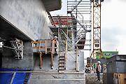 Nederland, Andelst 29-11-2011 Wegverbreding van de A50 tussen de knooppunten Ewijk en Valburg. Onderdeel van deze wegverbreding is de bouw van een extra brug over Waal. De laatste brug van deze omvang die Rijkswaterstaat realiseerde, was de Martinus Nijhoffbrug over de Waal bij Zaltbommel in 1995.Foto: Flip Franssen/Hollandse Hoogte