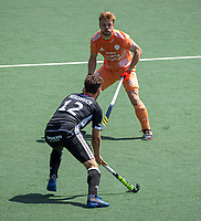 AMSTELVEEN - Timm Herzbruch (Dui) met Mink van der Weerden (Ned)  EK hockey, finale Nederland-Duitsland 2-2. mannen.  Nederland wint de shoot outs en is Europees Kampioen.  COPYRIGHT KOEN SUYK