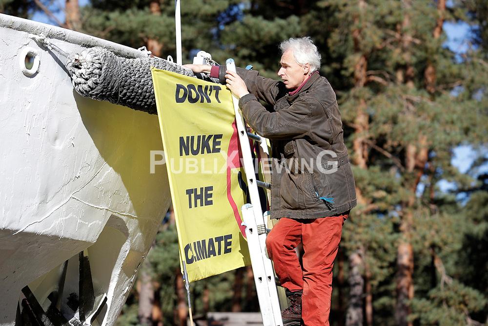 Wenige Tage nach Bekanntwerden des Umstands, dass der Salzstock im Wendland nicht weiter auf die Eignung als Atommülllager erkundet werden soll, feiern Atomkraftgegner das Aus für Gorleben nach 43 Jahren des Widerstands. Im Bild: Christoph Ziemann<br /> <br /> Ort: Gorleben<br /> Copyright: Andreas Conradt<br /> Quelle: PubliXviewinG