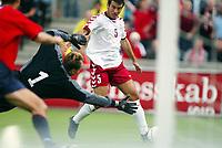 Fotball, 7.september 2002. EM kvalifisering, Ullevaal stadion,  Norge - Danmark. Niclas Jensen, Danmark, runder Frode Grodås, Norge..