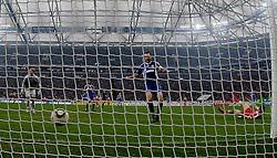 03.04.2010, Veltins Arena, Gelsenkirchen, GER, 1.FBL, Schalke 04 vs Bayern München (Muenchen), im Bild: Das Tor von Thomas Müller (Bayern München / Muenchen GER #25), rechts nach seinem Schuss am Boden. In der Mitte: Heiko Westermann (Schalke - GER #2), links: Torwart Manuel Neuer (Schalke - GER #1), aufgenommen mit Remote / Hintertorkamera. EXPA Pictures © 2010, PhotoCredit: EXPA/ nph/  Scholz / SPORTIDA PHOTO AGENCY