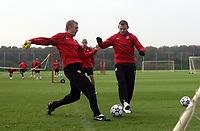 Photo: Paul Thomas.<br /> Manchester United training session. UEFA Champions League. 16/10/2006.<br /> <br /> Darren Fletcher (L) and Wayne Rooney.