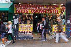 Loja anuncia liquidação na cidade de San Isidro, ao norte de Buenos Aires, em 20 de março de 2013. Com a crise econômica na Argentina muitos estabelecimentos estão fechando. FOTO: Jefferson Bernardes/Preview.com